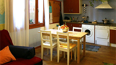 Apartamentos de alquiler en sevilla for Mesa cocina sevilla