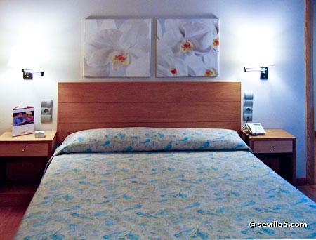 Hotel aacr museo hotel de 3 estrellas en sevilla - Decoracion habitaciones de hotel ...