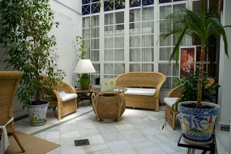 Hotel abril hotel de 2 estrellas en sevilla - Patios interiores decoracion ...