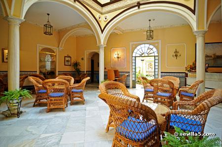 Hotel don pedro hotel de 2 estrellas en sevilla - Azulejos para patio ...