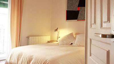 Apartamento gerona de alquiler en sevilla for Dormitorios tres camas