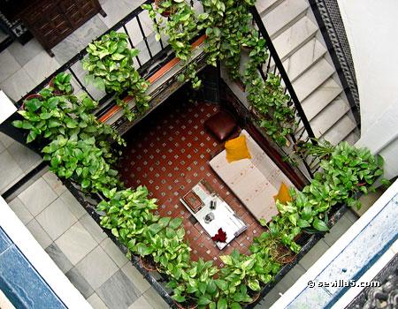 Hostal la montore a hostal en el centro de sevilla for Patios con plantas